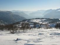 Vinter-Leikanger-057 Kallbakk over Øvstestølen og Hermansvert mot Fresvik