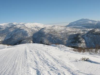Vinter-Leikanger-059 Kallbakk mot Lusaskard og Skriki