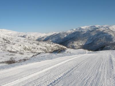 Vinter-Leikanger-060 Kallbakk mot Lusaskard, Høgehaug og Blåfjell