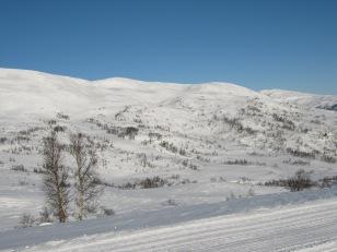 Vinter-Leikanger-061 Kallbakk over Orraveitane mot Kjeringi og Fagreggi
